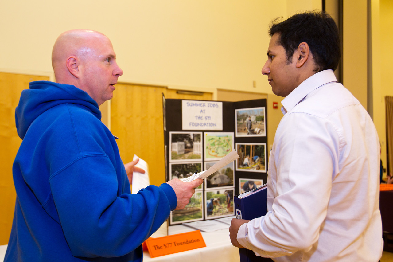 Jay Wagoner of The 577 Foundation speaks with BGSU student Akshay Joshi at the Summer Job Fair