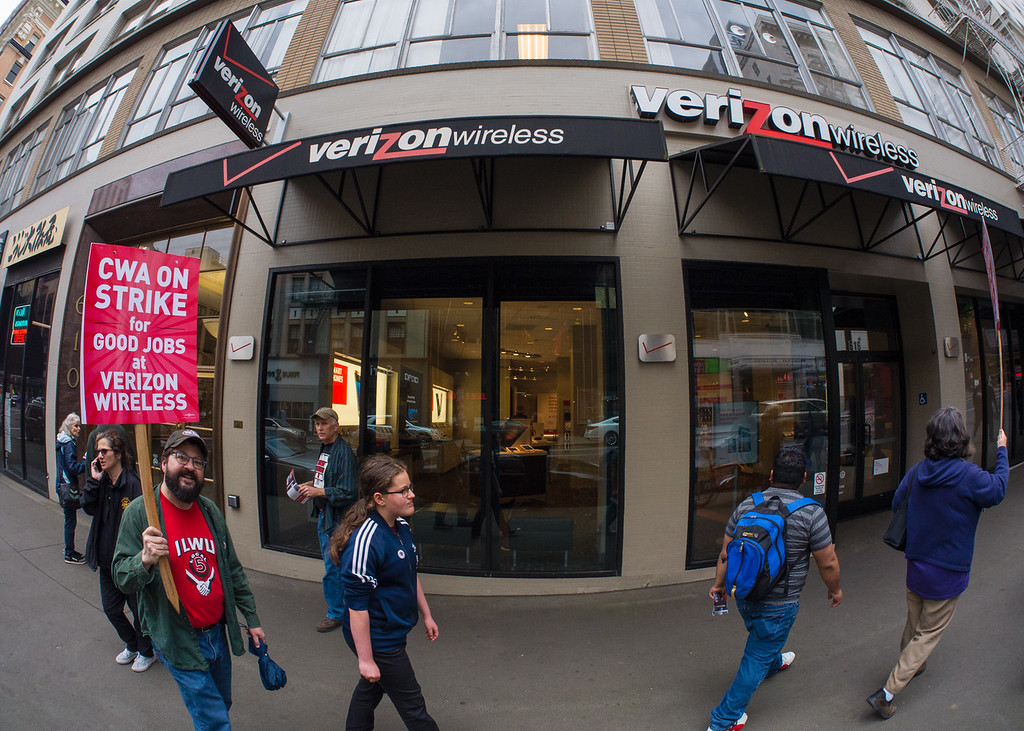 'Stand Up To Verizon' Solidarity Picket, Portland - May, 26, 2016