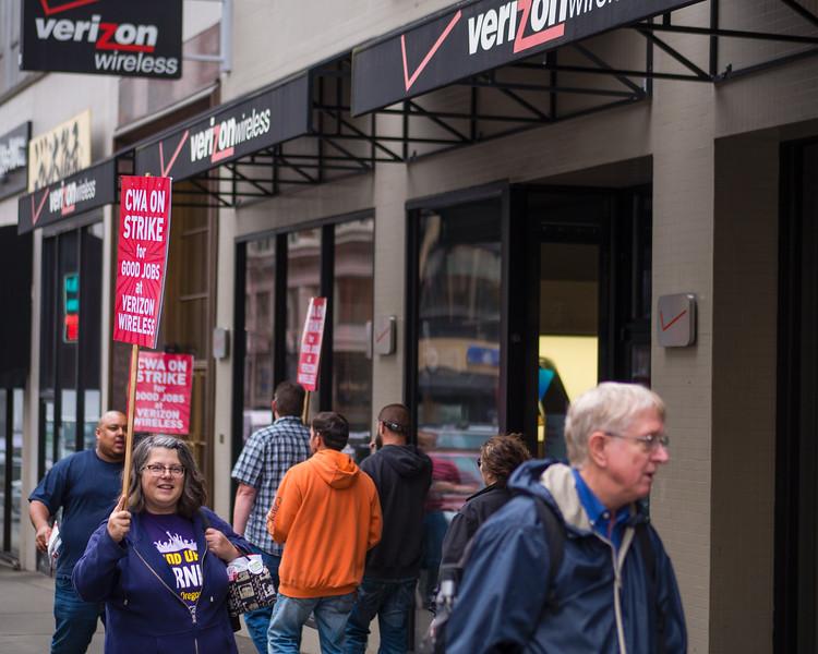 'Stand Up To Verizon' Solidarity Picket, Portland - May, 26, 2016