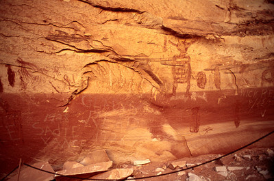 Grand Gallery, Horseshoe Canyonlands National Park, historic and prehistoric pictographs, and graffitti