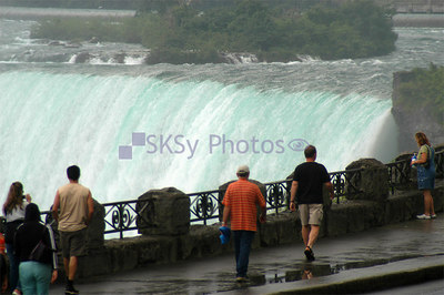 Zoom in on the Canadian Falls, Niagara Falls 2005