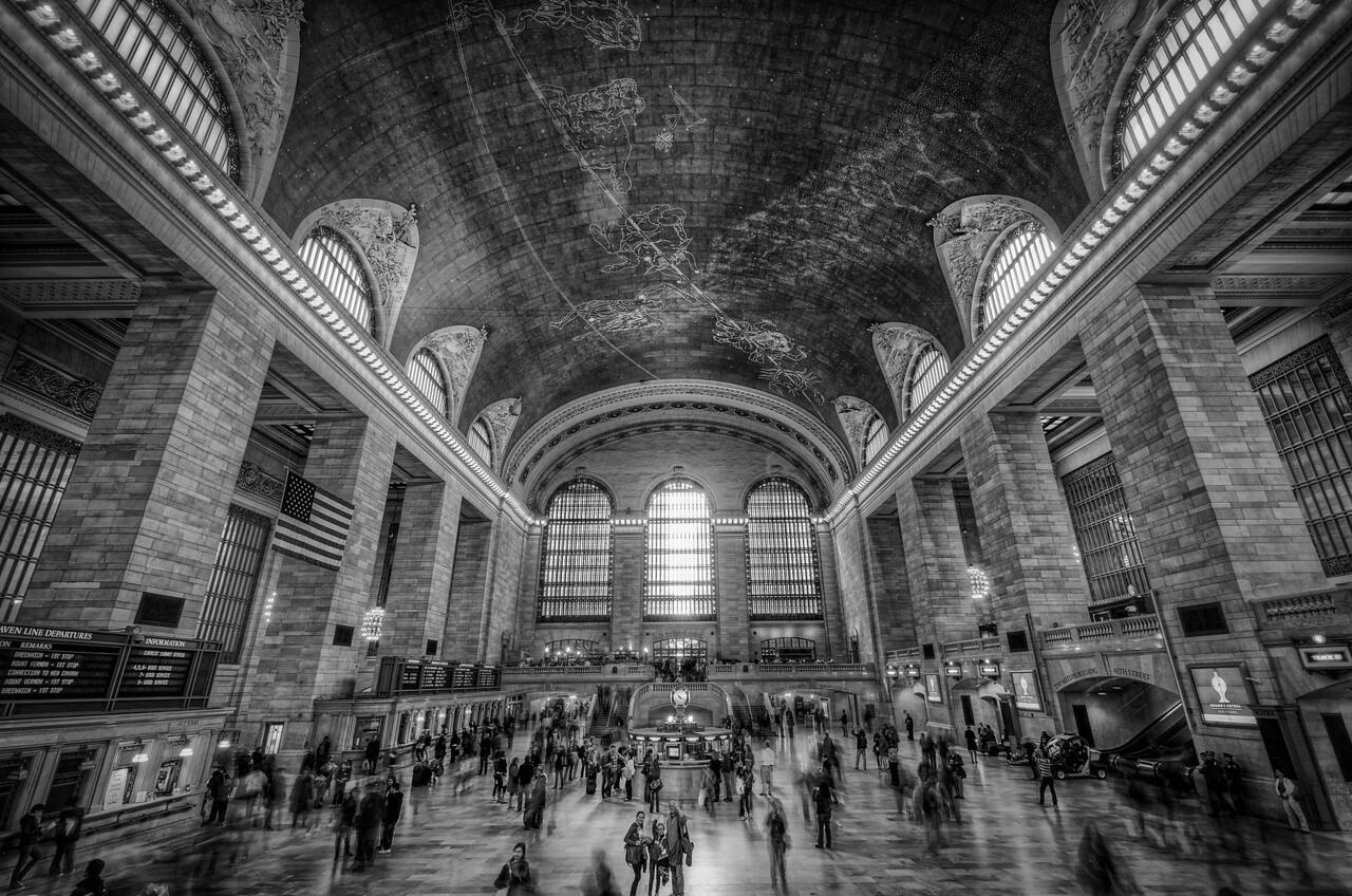 The Waving Family – Grand Central, NYC