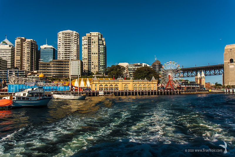 Milsons Point, Sydney Harbor, Australia