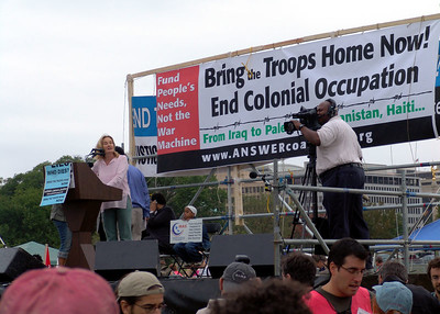 Jessica Lange speaks at the March on Washinton protest