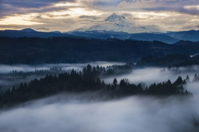 The Misty Mountain's Rise -Jonsrud Viewpoint, Oregon