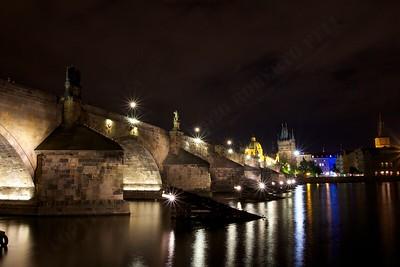 4th day: Il ponte di Carlo (Karluv most) catturato dalla riva della Moldava a Kampa island verso la città vecchia. No PP at all  Praha
