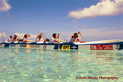 Tahiti junior girls heading out to the start of the race in Bora Bora, 2002 World Sprints.
