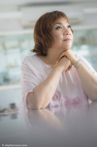 Ruth Chen, 曾路得 (Hong Kong) Cancer Survivor, 癌症鬥仕 Singer, Voice trainer,  歌手,聲學老師  Photo: Stephen G Woo 胡斯翰 Camera : Leica T (TYP701) camera with Leica 50mm F1.4 Summilux-M ASPH Lens  Photographic equipment sponsored by Leica Camera AG (North America) special thanks: Downtown Camera (Canada)   www.stephenwoo.com   #stephengwoo #胡斯翰 #stephengwoophotography #leica #leicat #leicam #leicacamera #50mm #summilux #stephengwooleicaportraiture #hongkong #ruthchen