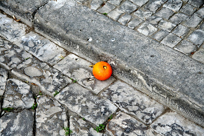 Orange on the street - Old City (Cidade Velha), Faro