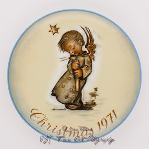 "Vintage Sister Berta Hummel Christmas Plate (1971) ""Collector Series Christmas Plate"" by Schmid Bros. Limited First Edition"
