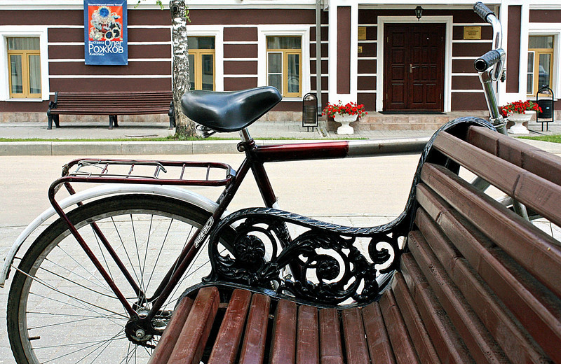 Bike parked alongside a bench in front of an exhibition. Wishing all an enjoyable weekend. (7.9.2011)