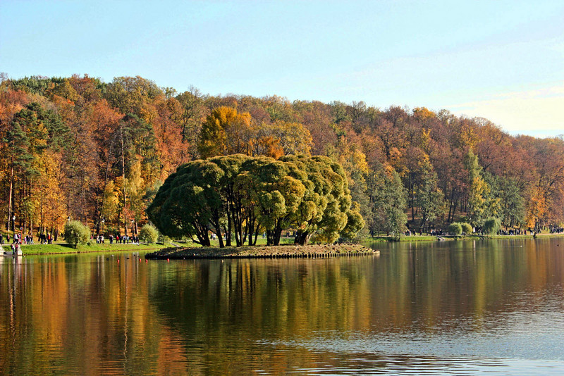 Tsaritsino Park, Moscow. Undoubtedly the last nice autumn day. (SG)