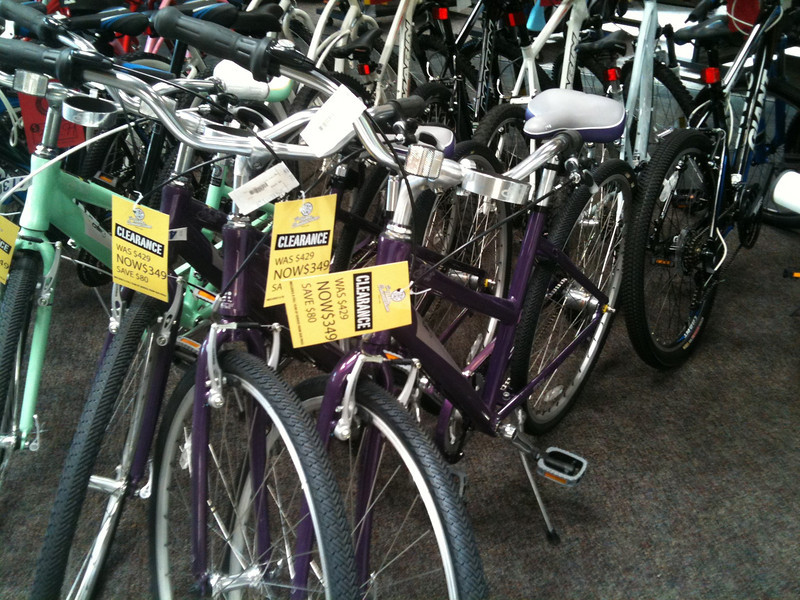 July 1, 2011: Looking at bikes @ Bike Connection, Palo Alto.  The Cruiser bikes look fun. :)