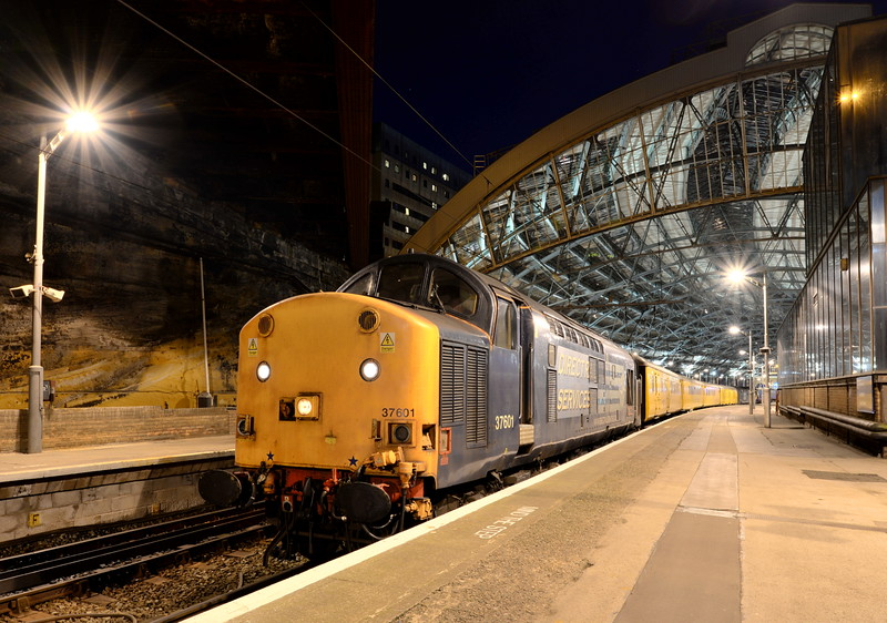 37601 at Liverpool Lime Street with 1Q81 Blackpool North - Longsight via Manchester Oxford Road and Liverpool Lime Street. 29/04/15.<br /> Published in Railways Illustrated July 2015.