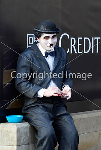 Charlie Chaplin begging in London by the Credit sign