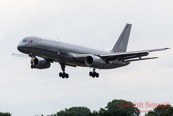 Royal New Zealand Air Force Boeing 757-22QC coming into land