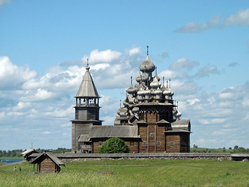 One of the most iconic structures in Russia, the Church of the Transfiguration has 22 sparkling aspen domes. Built in 1714, the church is a UNESCO World Heritage site. (Kizhi) (RS)