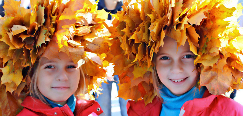 The golden leaf queens.(Tsaritsino Park, Moscow) (SG)