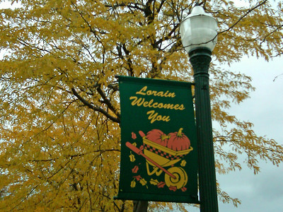 """""""Lorain Welcomes You"""" across from City Hall. (Photo by Rona Proudfoot, Chronicle Web editor.)"""