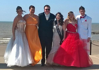 A group of students pose before Brookside's prom on May 3.
