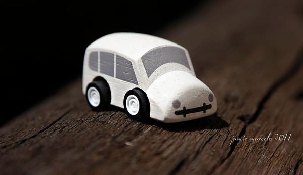 Red Car | White Car