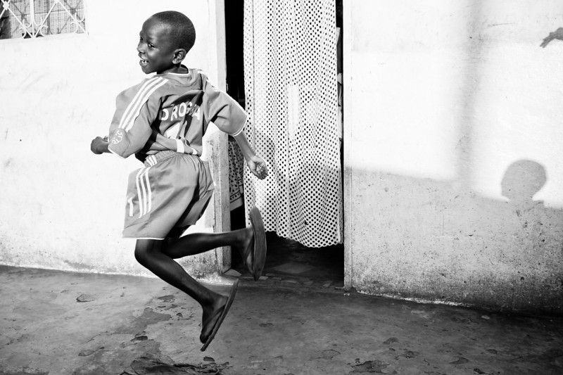 Camerun. Yaoundé. 2012. Child playing.