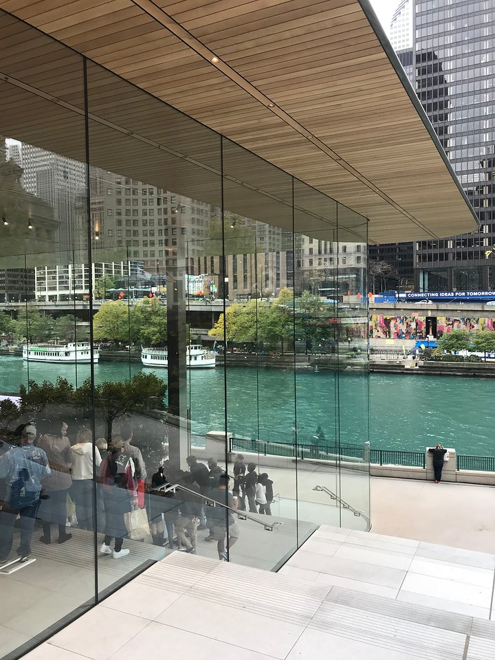 apple store grand opening weekend<br /> Michigan Ave, Chicago<br /> October 2017