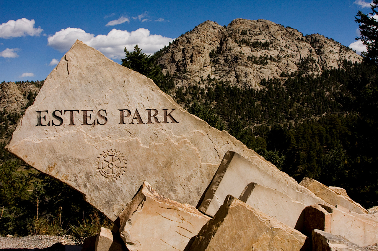 The obligatory Estes Park sign shot from the overlook.