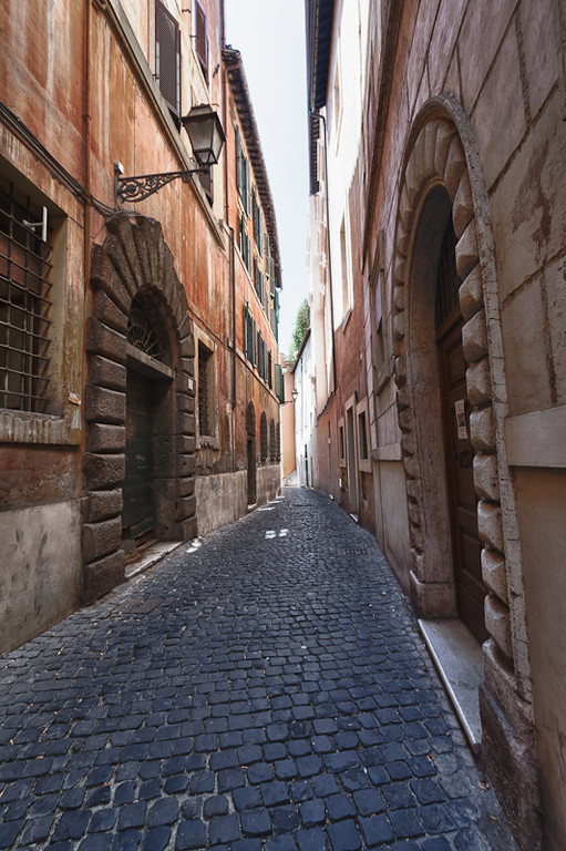 The narrow streets of the Rome Jewish Ghetto
