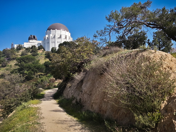 I use my Galaxy S3 to upload a photo of the trails leading to Griffith Observatory