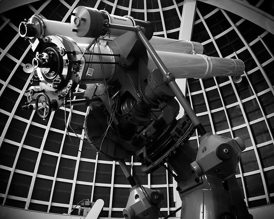 Telescope in black-and-white