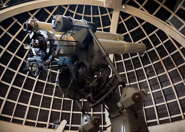 Telescope uses Carl Zeiss optics!