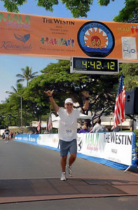 My chip time is 4:41:59...not what I had hoped to get, but at least I finish the race running (Official photo thumbnail by marathonfoto.com)
