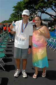 My medal is facing the wrong way (Official photo thumbnail by marathonfoto.com)