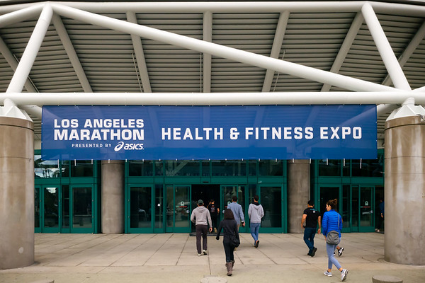 Valerie and I head to the Los Angeles Convention Center for the pre-marathon Health & Fitness Expo.  I had debated on whether or not I should try to beat the rush by going yesterday, but had a lot to do at work.  It looks like we made the right decision to come early.