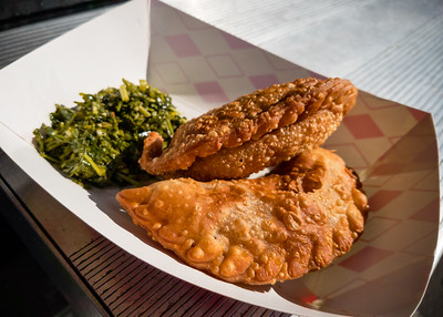 I chose chicken empanadas from Piaggio Gourmet on Wheels for my post-race food truck brunch item.  Would have been nice if I could made this a combo with a smoothie since I don't drink beer
