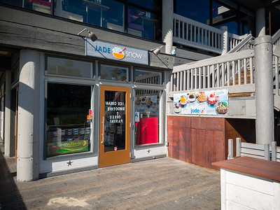 This place is still here? If anyone has tried it and Blockheads in Sawtelle Japantown, does this place compare favorably? Would be nice to grab shave snow inside the bubble