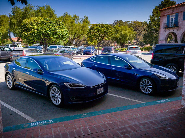 #TeamBlue at the Plaza...Model S, 3, X represented, though not all parked together.  PVE has truly become Tesla Town!