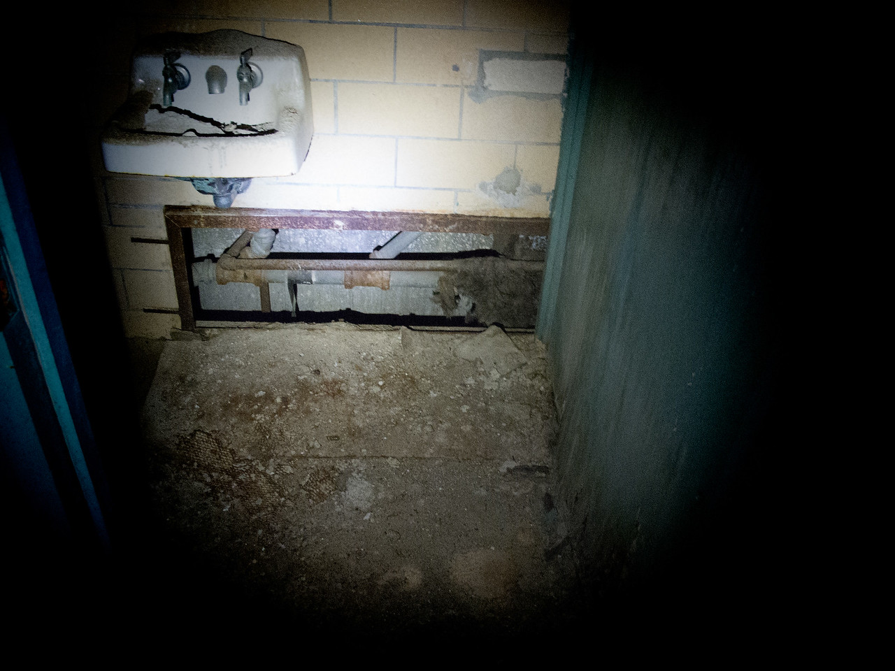 """I think I saw this in """"Escape from Alcatraz"""""""