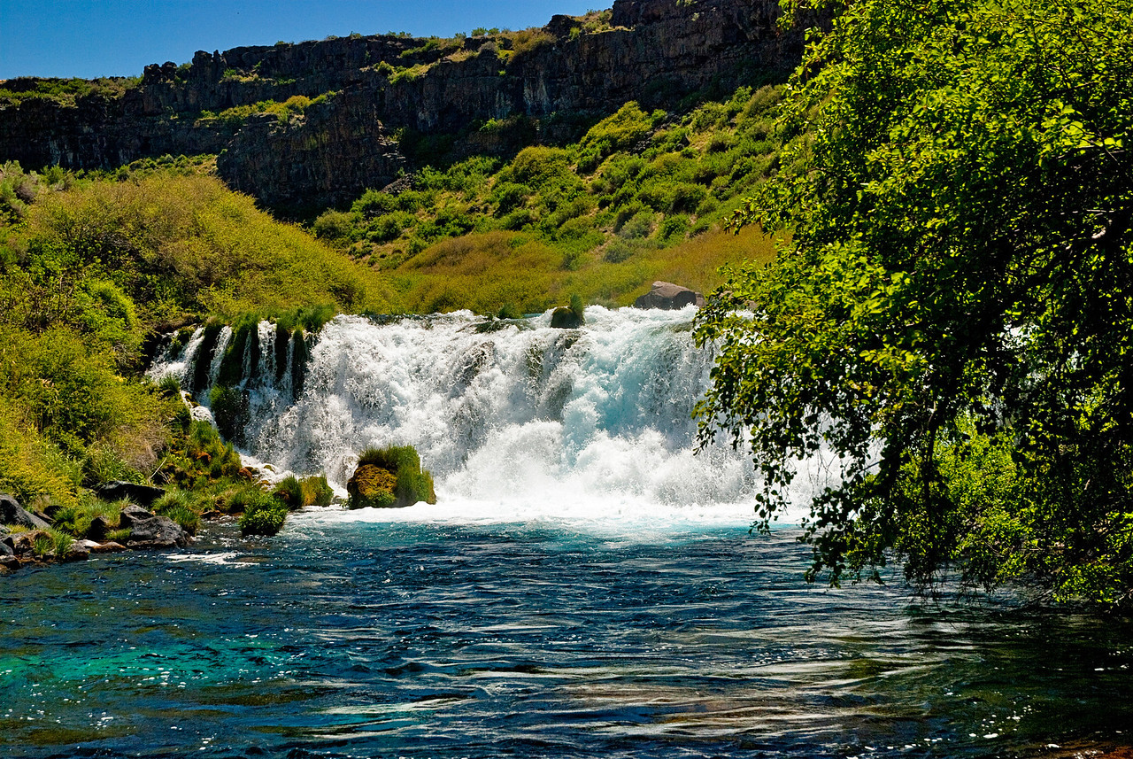This water fall is fed from teh Thousand springs area of Idaho