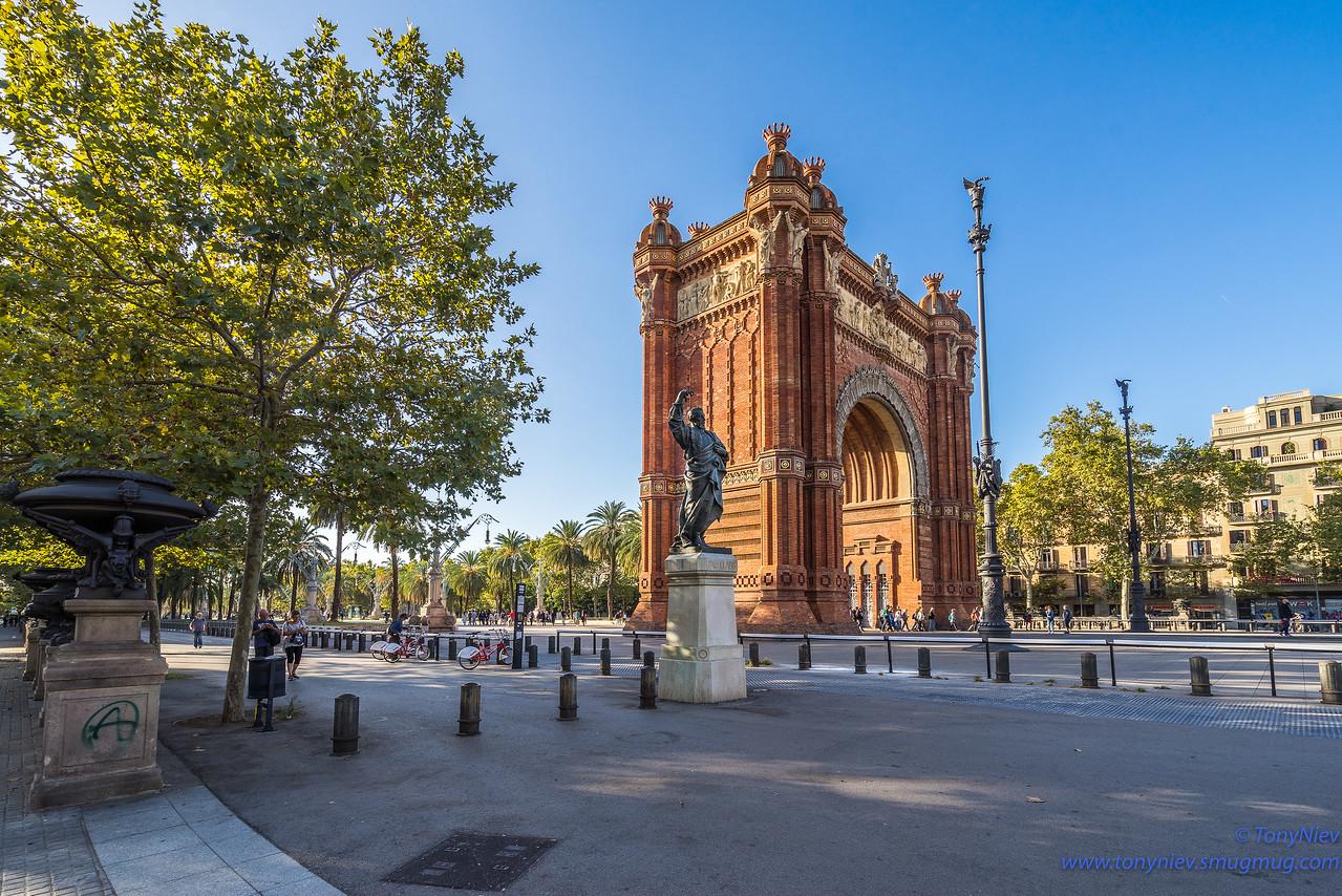 IMAGE: https://photos.smugmug.com/Photography/San-Sebastian-and-Santiago-Compostela/i-9T8XkkW/0/750e352e/X2/DSC06840-X2.jpg