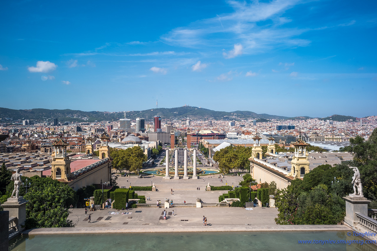 IMAGE: https://photos.smugmug.com/Photography/San-Sebastian-and-Santiago-Compostela/i-wTSTfpj/0/7323a3d8/X2/L1005378-X2.jpg