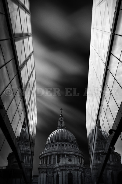 The St. Paul's Cathedral in Reflection