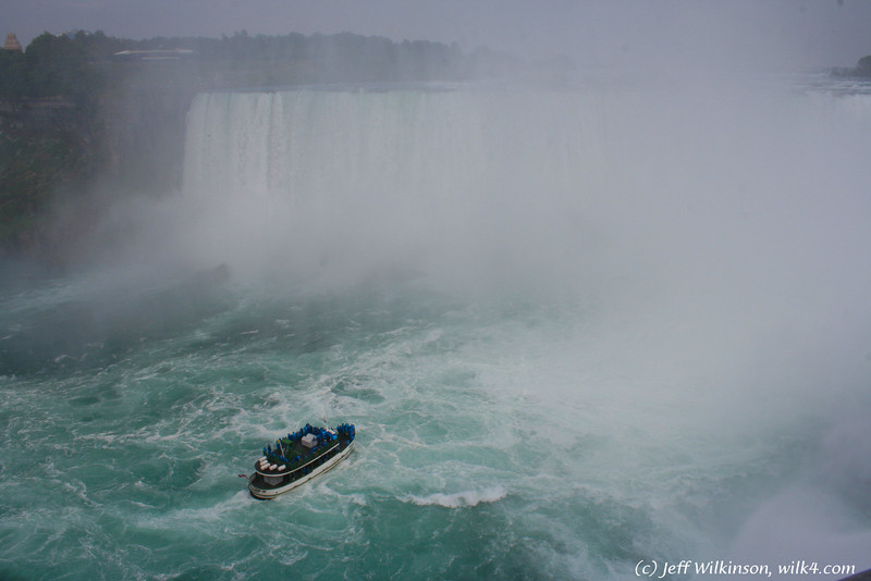 #5694 niagra falls, and the tour boat, lady of the mist