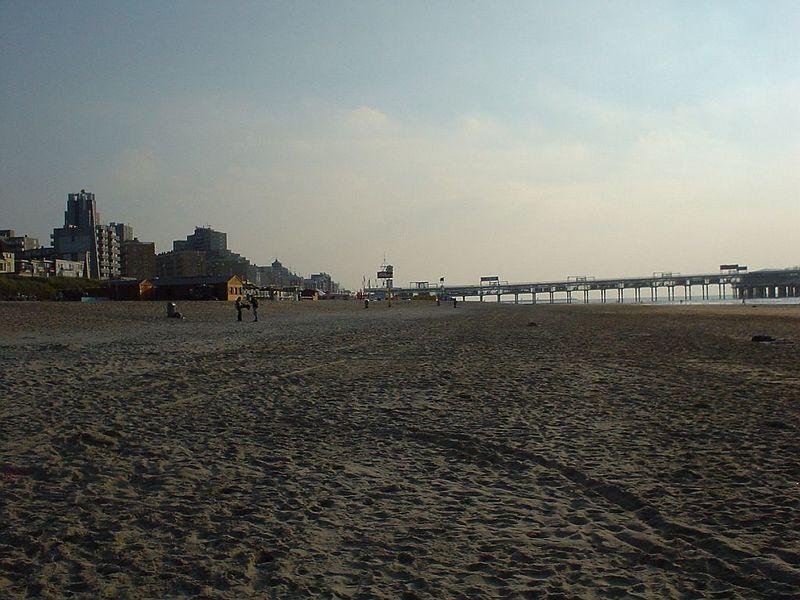 Noorderstrand, Scheveningen towards the pier