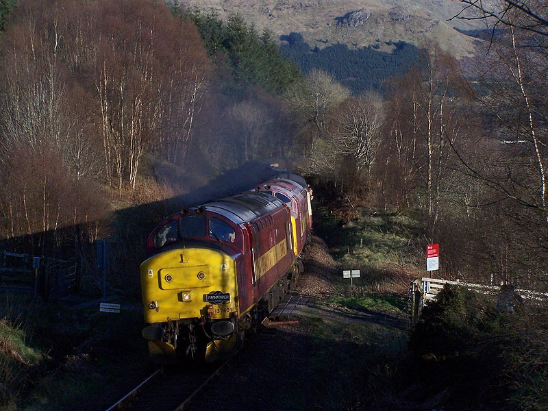 37401 and 37670. Inverhaggernie Farm, Crianlarich. April 2009.