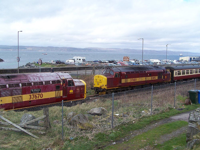 37670 and 37401, Mallaig. April 2009.