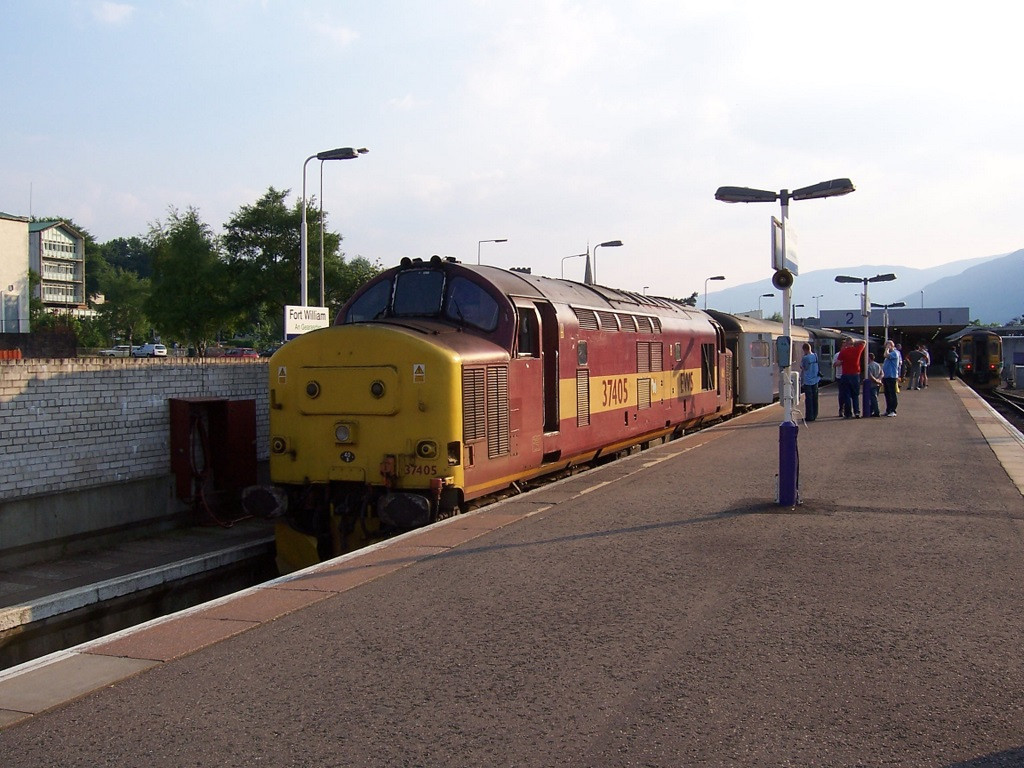 37405, waiting to leave Fort William with the final 1B01 booked for class 37 haulage. June 2006.
