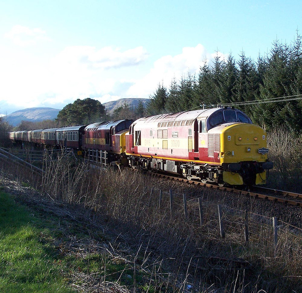 37670 and 37401, Tyndrum Lower. April 2009.