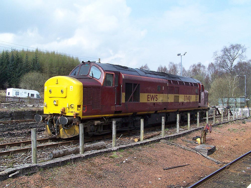 37401, Crianlarich. April 2009.